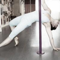 Pole-Choreo2-BW
